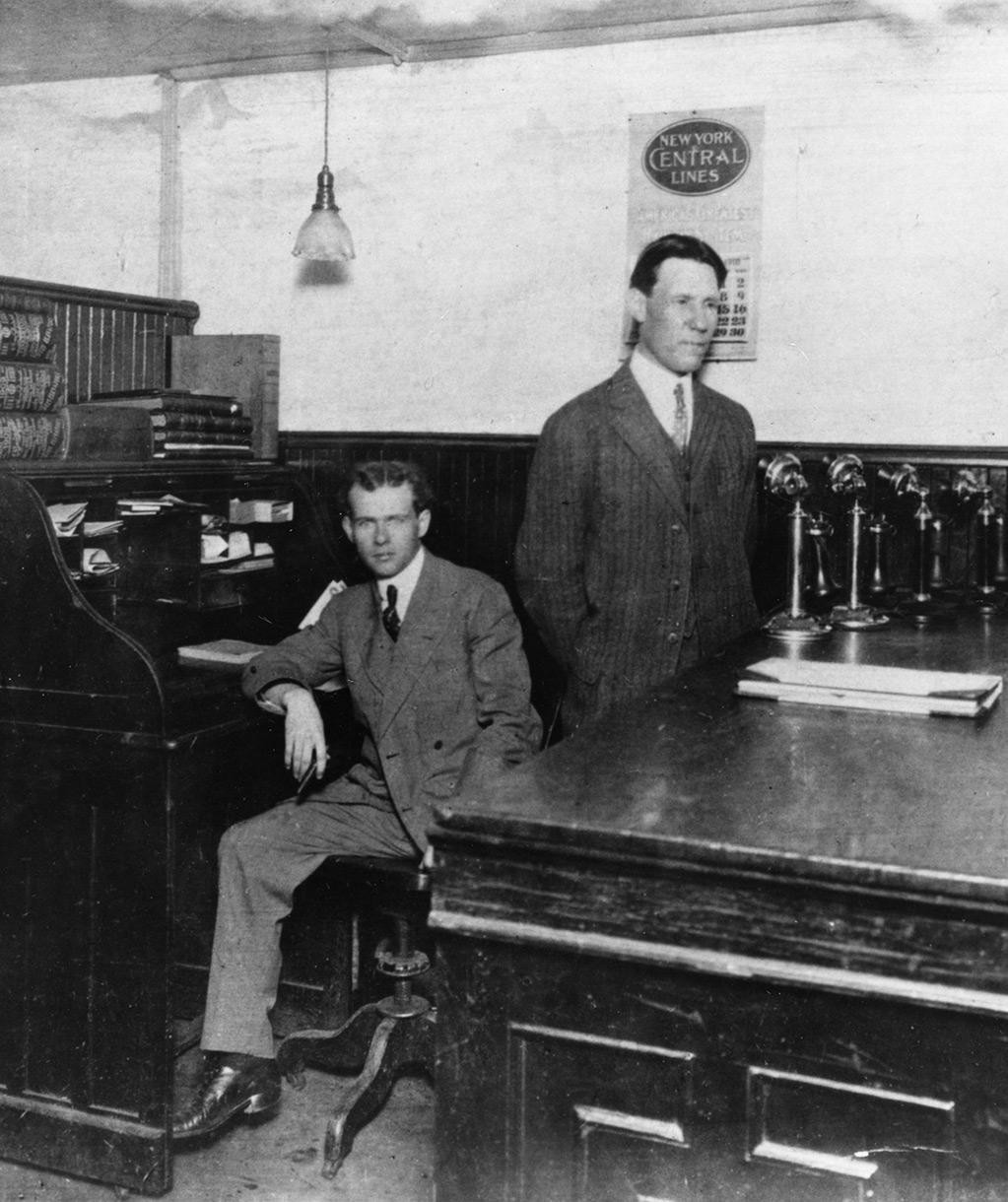 UPS'in kurucusu Jim Casey, Seattle'deki ilk ofisinde
